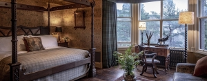 a lovely bedroom in braemar for luxury tours