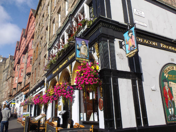 one of many pubs on Edinburghs Royal Mile