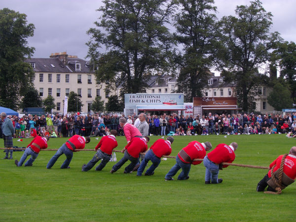 tug o war at Perth highland games