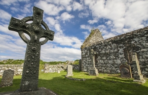 https://mcleanscotland.com/wp-content/uploads/Kildalton-Cross-near-Ardbeg-on-Islay.-Macleans-slaughtered-MacDonalds-near-here..jpg