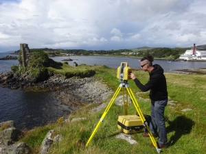 Scanning-at-Dunyvaig-Castle-in-preparation-for-excavation