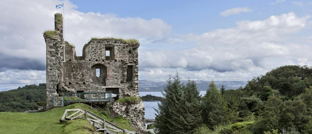 tarbert castle on a hill above the harbour a Bruce castle